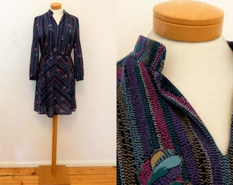 Vintage colorful flared dress / 70's patterned dress / 1970's waist flattering midi dress