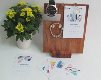 2017 desk calendar combine Iphone stand/ Gift for him, for her mini calendar - hand draw picture/ Wooden stand