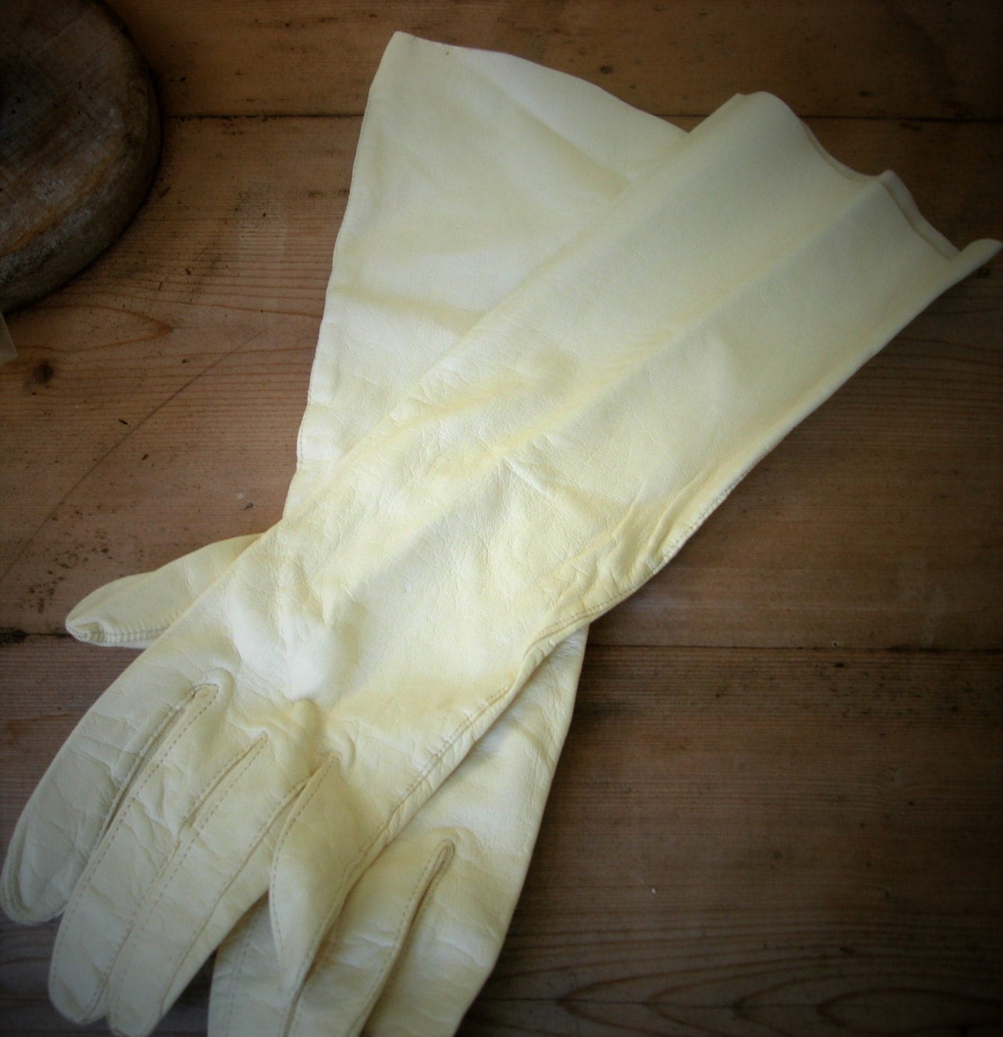 Kid leather driving gloves - Kid Leather Winter White 3 4 Length Fownes Vintage Bridal Or Driving Gloves Mint Condition