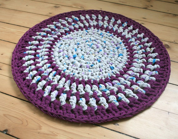 Round crochet rug made with recycled T-shirt Yarn