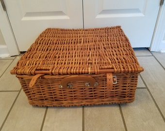 Vintage Picnic Basket Travel Pet Bed - Medium