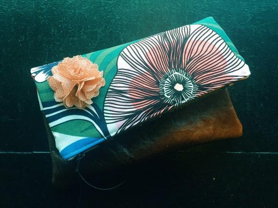 Kasvu Gray Leather Clutch, Floral Fold-Over Clutch Bag, Women's Clutch Purse
