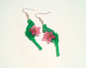 Pistolera Earrings Green with Pink Flower