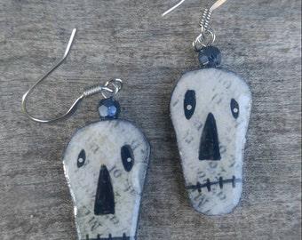 oOps..halloween...earrings...dangle skellies