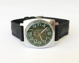 "SALE Soviet watch. Watch with green dial. Vintage wrist watch Vintage Watch. Russian watch Mens. Mechanical. Rare watch Pobeda ""ZIM"""