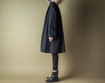 triplicity black wool swing coat / minimalist trapeze overcoat / vtg 80s winter robe coat / m / 996o