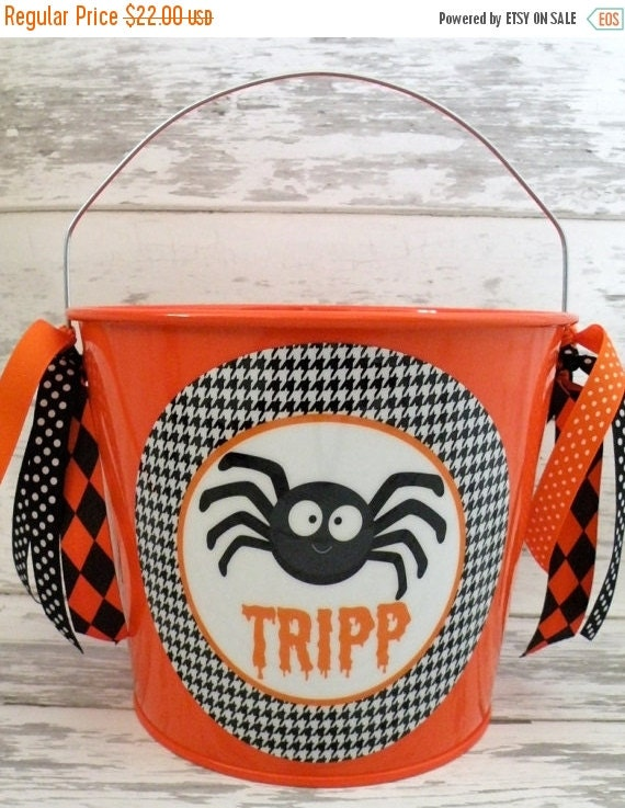 ON SALE Houndstooth spider Halloween candy bucket - pail for trick or treating - candy bucket for halloween - halloween decor - party favors