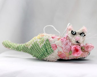 Springtime Kitty Cat playing with ball of yarn - Quilty Critter - OOAK, Novelty, Ornament, Decoration