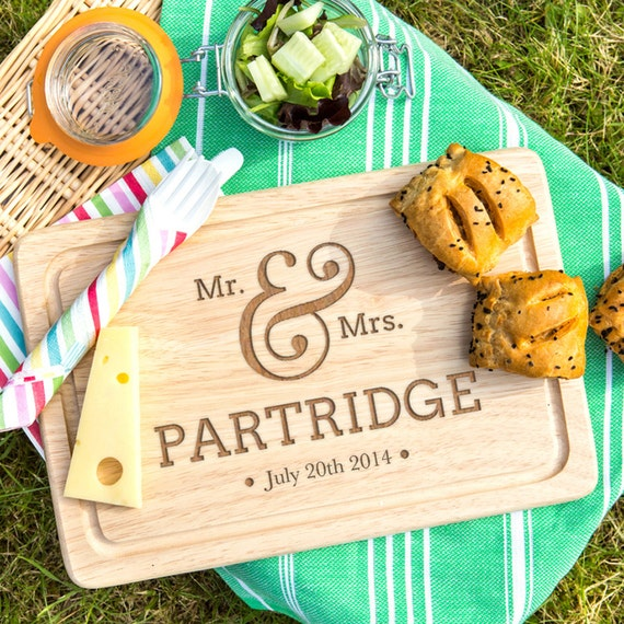 Unique Wedding Gifts Au : Mr and Mrs Wedding Gift Personalized Cutting Board Home wedding gift ...