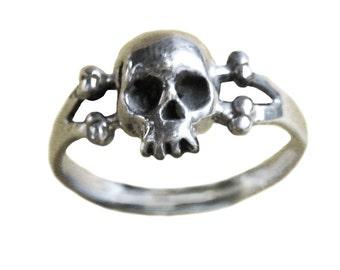Skull Ring     Sterling Silver Gold Bones Jewelry