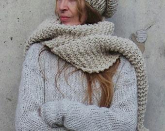PomPom Chunky oatmeal long scarf