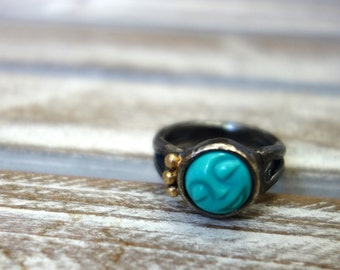 Sleepy Turquoise Face with 14k Pebble Crown on Heavy Sterling Silver Ring