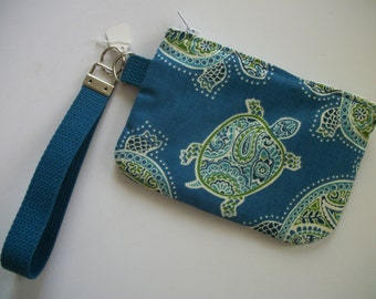 Turtle detachable strap wristlet