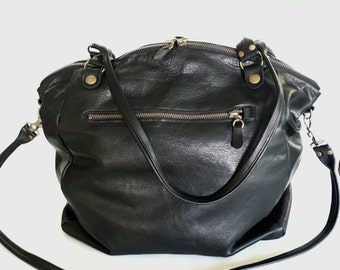 AW15 bag in black leather - antique brass hardware