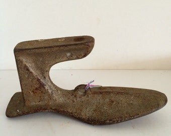 Antique Cast Iron Cobbler Shoe #7 Metal Foot Form Door Stop Paper Weight Stocking Hanger 4 lb Weight