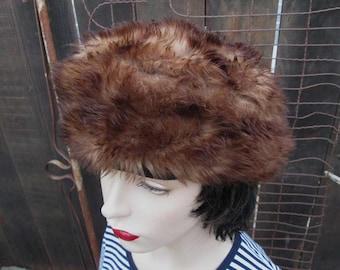 Vintage Tuscan Italy lamb fur hat Brown 60s Italian fur hat Fur Beret hat slouchy hat chocolate fur vintage winter hat M/L