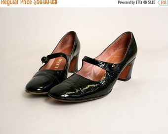ON SALE Vintage 1960s Mary Janes - Black Patent Leather Shiny Mod Heels - Size 7 AA
