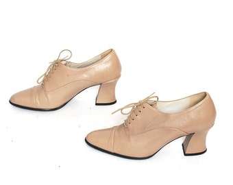 size 8 SPECTATOR cream leather 80s 90s OXFORD lace up high heel ankle booties
