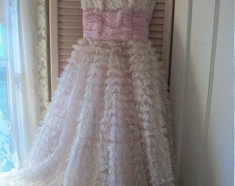 1950s vintage prom gown, orchid pink lavender ruched chiffon, frothy tiered tulle netting lace, full skirt, feminine charm, shabby décor