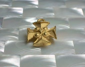 NEW! 1pc Cross Charm Pendant Maltese Cross Matte Gold Brass Medium Charm Ornate Religious Jewelry Jewellery Craft Supplies