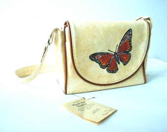 Boho vintage 70s, cream color, textured vynil hand bag with a hand pained butterfly. Made by Florida Keys Handbag.Mint condition.