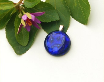 Fused dichroic glass pendant round, dark blue, dark purple