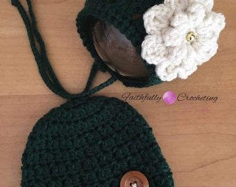 Newborn twin set... Photography prop,.. Ready to ship... Beanie and bonnet.. Forest green set