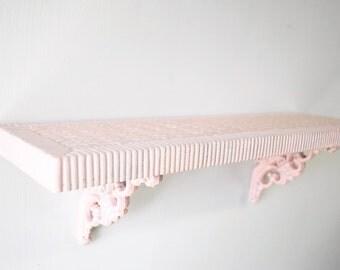 1970s mid century light pink vintage Homco shelf / faux wicker / bathroom shelf / bedroom shelf / apartment living