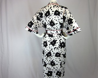 Vintage 70s Kimono, Graphic Black and White, Sz M