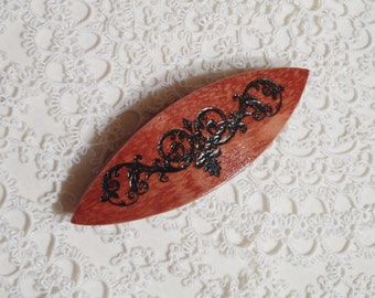 "Handmade applewood tatting shuttle with engraved motif 3"""