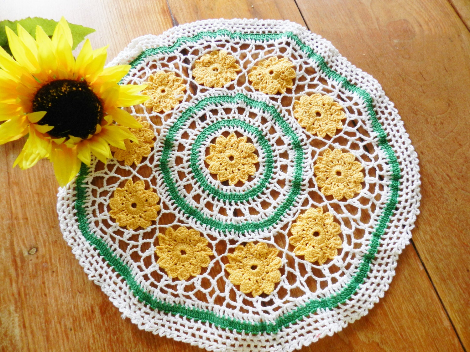 Gold and green doily round rose
