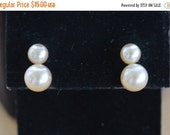 On sale Pretty Vintage Double Pearl Pierced Earrings, 6mm. 8mm, Gold tone (AD5)