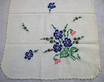 Vintage table runner, table runner with embroidered Flowers. White table runner with blue and pink flowers, vintage home decor
