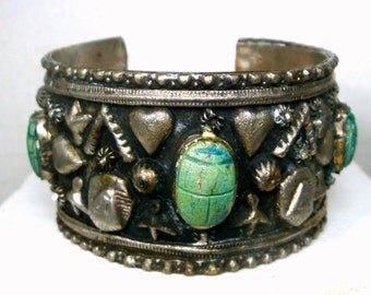 Egyptian Revival Scarab Cuff, Wide Silver Metal Open Bracelet With Turquoise Faiance Ceramic Scarab Cabochons, 1970s, Classic, USED