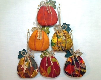Small Fabric Pumpkin Ornament | Halloween Decor | Thanksgiving | Party Favors | Holidays | Primitive Folk Art | Handmade | Set/6 | #1