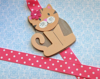Tabby Cat Bowholder