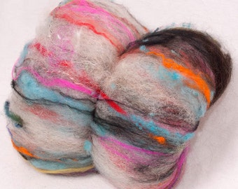 Hand Carded textured  batt, art batt, BFL, English North Country Mule, dyed locks,  Romney, Bamboo, Spinning fibre, colour: Reckless