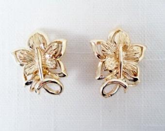 Vintage Coro Goldtone Maple Leaf Clip On Earrings