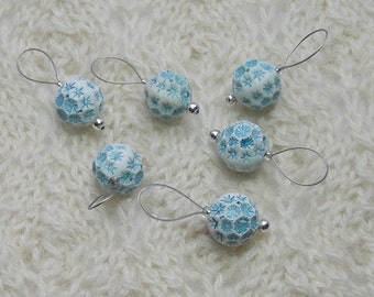 winter frost knitting stitch markers - snag free - lightweight blue and white acrylic beads 12mm - set of 6 - two loop sizes available