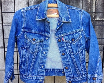 welcome to vintage clothing tacoma on by