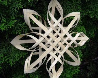Advent Star / Traditional Hand Woven Nordic Star