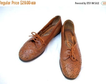 50% Off Sale 90s Brown Cutout Oxfords size 7 Caramel Brown Tan Lace up Oxfords