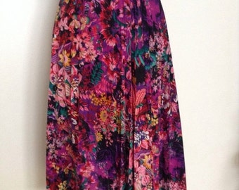 SUMMER SALE French vintage 1970s pink and purple floral pleated skirt - small medium S M