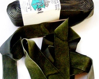 Vintage 1930's Swiss LeRoi Velvet Ribbon 1 7/16 Inch Gorgeous Moss Leaf Green