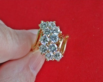 20% off sale Vintage gold tone  size 5  ring with super sparkly rhinestones in great condition