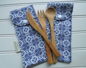 Reusable bamboo cutlery and carrying pouch  - Picnic cutlery case - Flatware pouch - Bamboo cutlery - Blue flowers