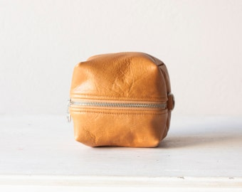Cosmetic bag in light brown leather,makeup case,accessory bag,vanity storage,beauty makeup case,zipper pouch,women-Cube