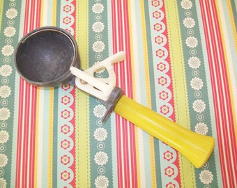 SALE - Vintage ice cream scoop, yellow, Bonny Products Co