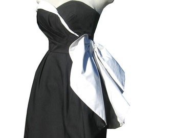 Dramatic Victor Costa 80s Dress Strapless Side Bow 2 Tone Wiggle Party Cocktail  32 bust s xs 1980s Black and White