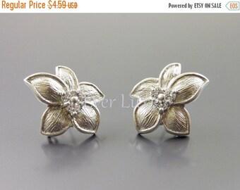15% OFF 2 Flower with 5-pointed petal earrings, matte silver earrings with CZ Cubic Zirconia, earrings 1389-MR (matte silver, L&R, 2 pieces)